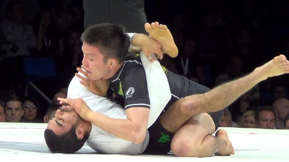 Shinya Aoki e Kron Gracie disputam combate de submission no Metamoris
