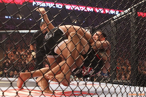 Strikeforce Fabricio Werdum finalizou Mike Kyle