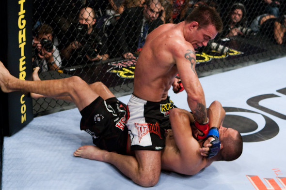 Jake Shields surpreendeu o mundo ao bater Dan Henderson (Foto: Esther Lin/Strikeforce)
