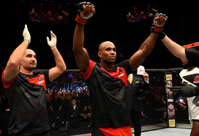 Jimi Manuwa tem noite de Mark Hunt e detona Corey Anderson no UFC Fight Night 107
